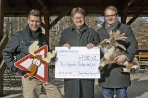 JU-Vorsitzender Oliver Schulte, Wildparkleiter Thomas Leier und Florian Dittert
